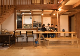 K様邸新築工事-造作した大きなダイニングテーブルのあるLDK